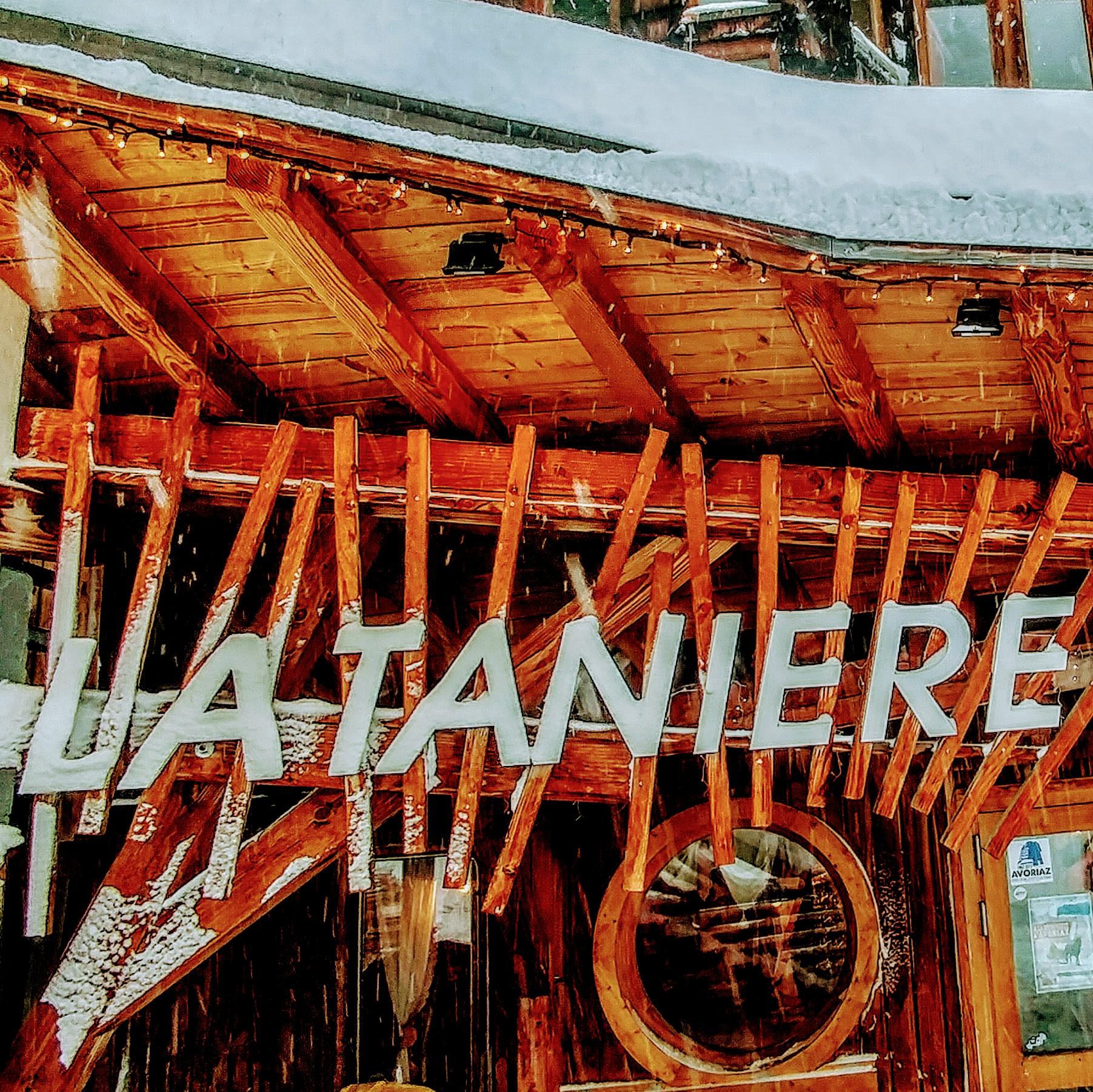 Devanture du Restaurant La Tanière à Avoriaz 1800