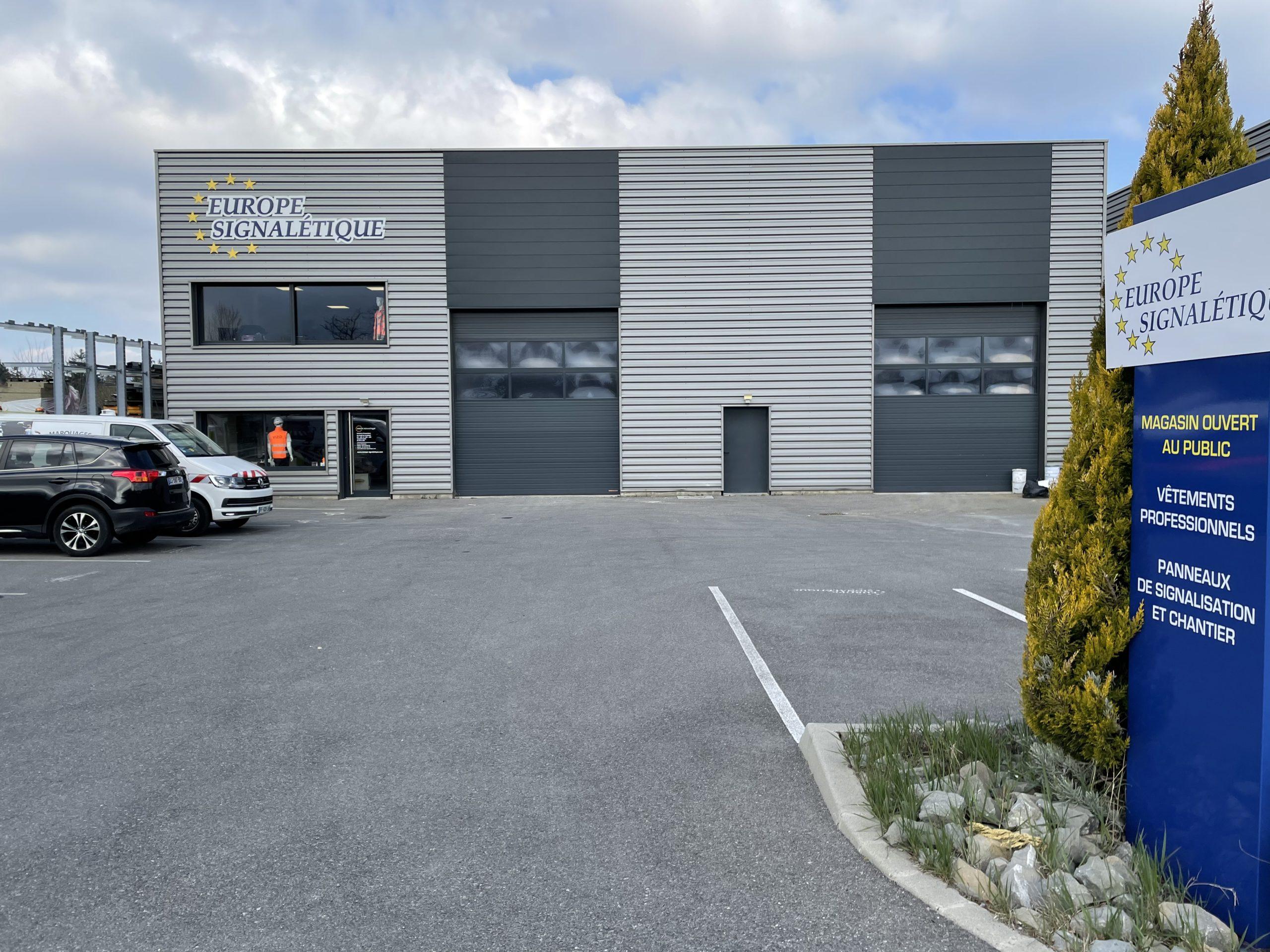 Devanture du bâtiment Europe Signalétique situé à Perrignier